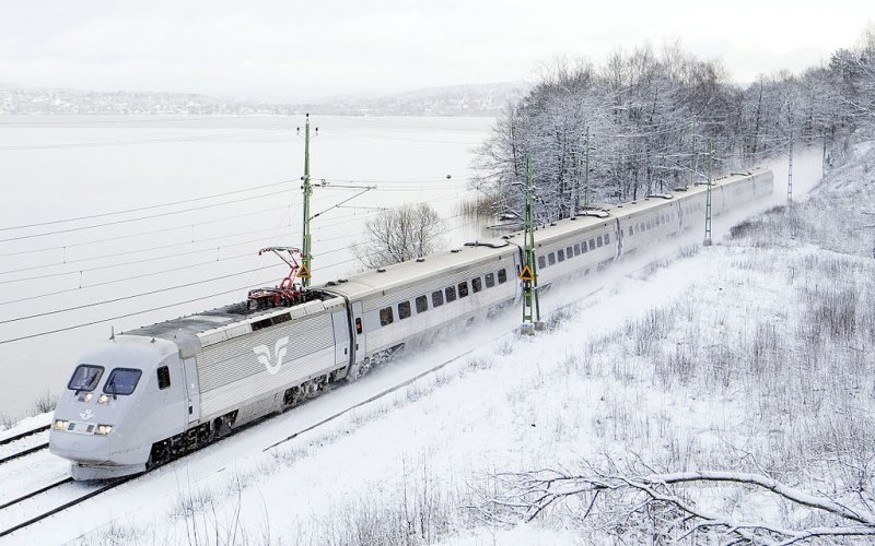 X2000 | Trains in Sweden | X2000 running through the snow