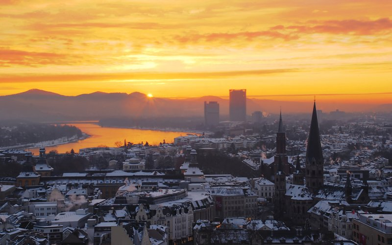 Trains to & from Bonn | Sunrise over the city of Bonn