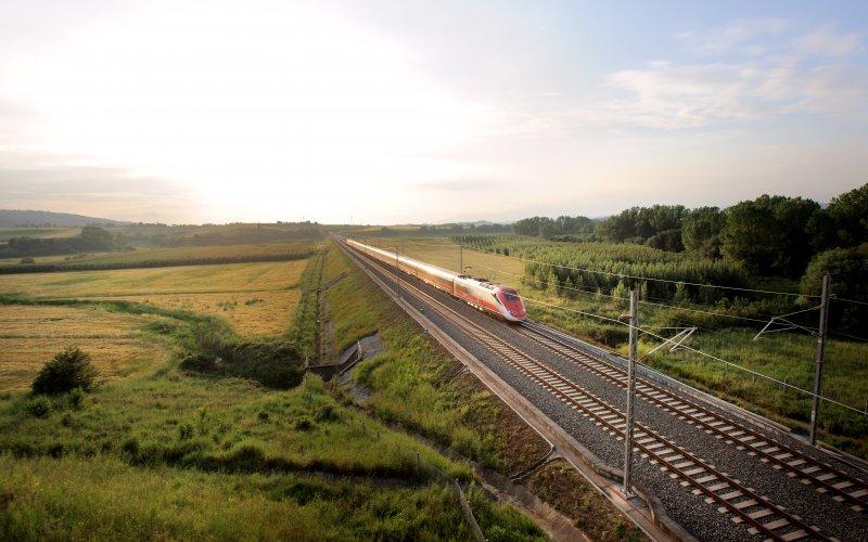Trains Roma Termini (Main station)  to Paris - Trenitalia / Italy - Frecciarossa exterior
