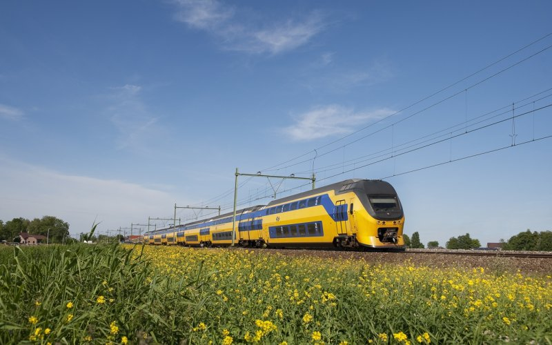 Train Amsterdam Centraal (Main station)  to Schiphol (Airport) - NS - Intercity exterior