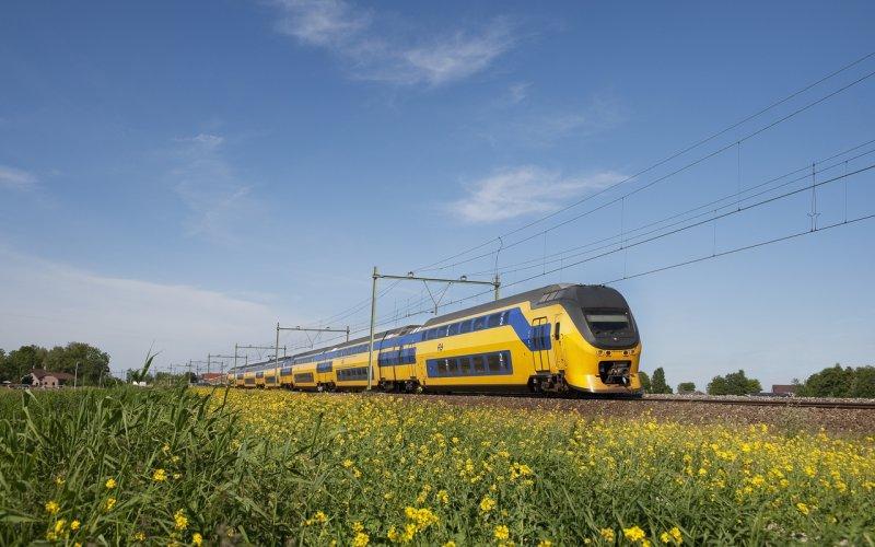 Train Utrecht Centraal to Amsterdam Centraal (Main station)  - NS - Intercity exterior