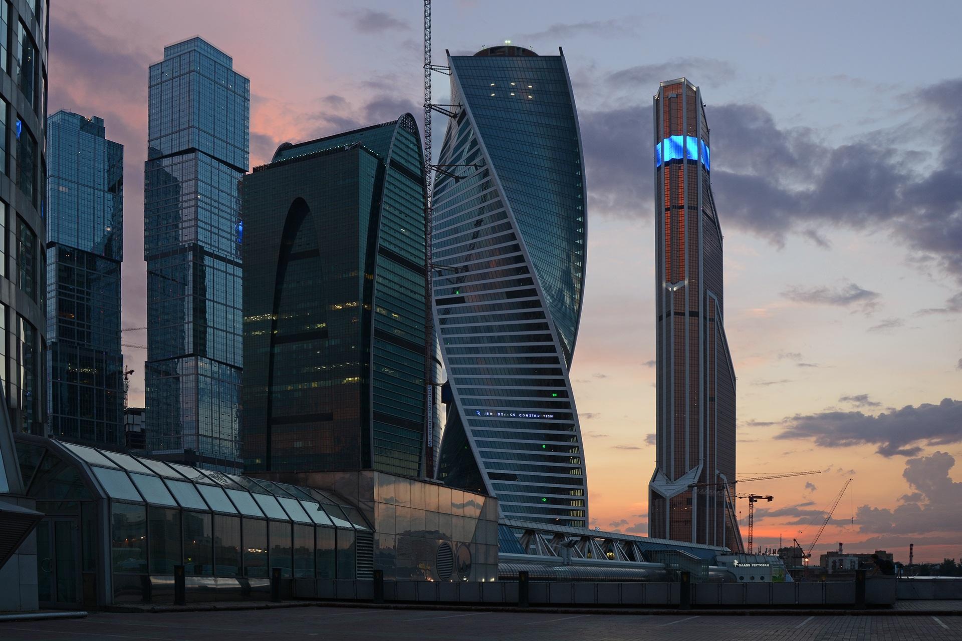 Treinen van en naar Moskou | Moskou moderne gebouwen